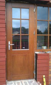 Medinės lauko durys su vitrina